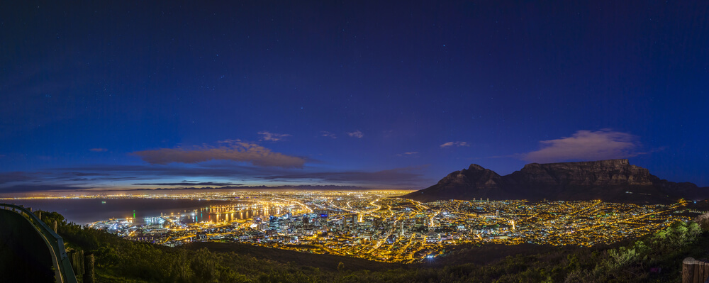 Cape Town city center by Richard Brew/Shutterstock.com